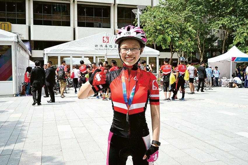 謝靖妍笑指同事踴躍參與,體現新地的團隊精神。