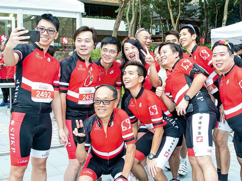 單車節活動如像嘉年華,各參加者投入歡樂氣氛中。