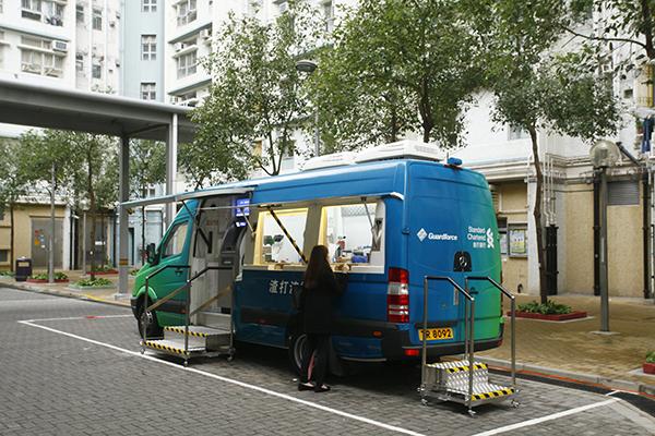 存戶認為流動銀行車設有櫃檯服務,為區內居民帶來方便。