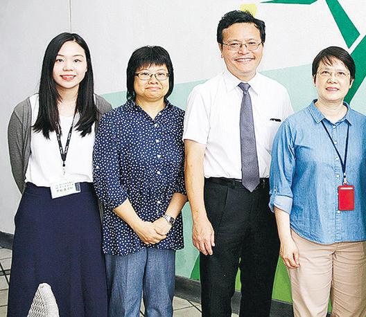 聖伯多祿中學校長唐慶強(左三)、馮玉蘭(右一)和殷慧賢老師(左二)